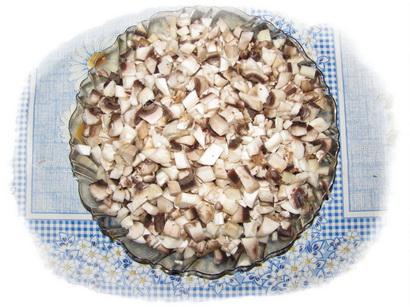 мелко нарезаем грибы