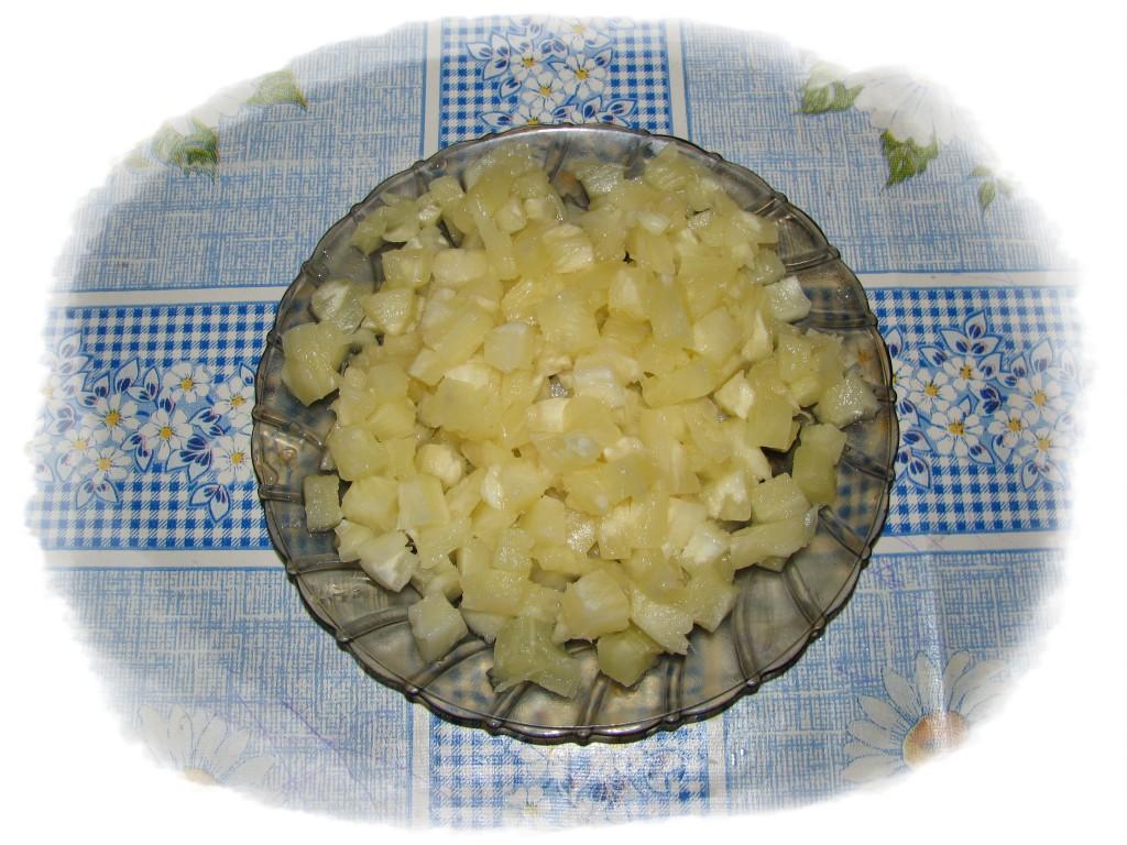 порезать кубиками ананас