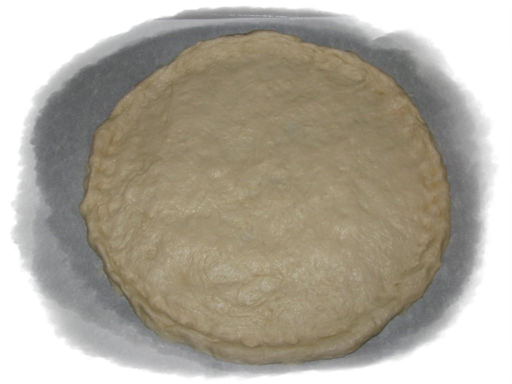 выложить тесто на пергамент и слепить лепёшку