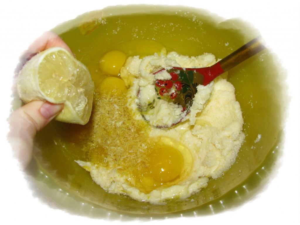 добавить яйца, цедру, сок лимона