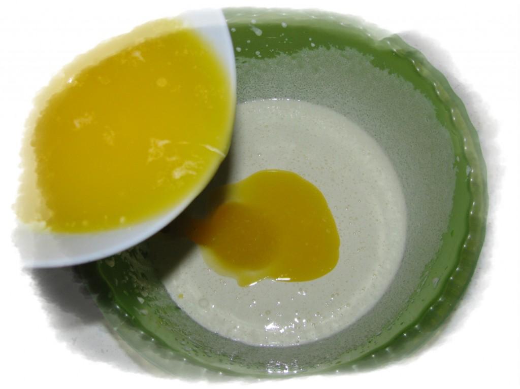 влить масло в яйца