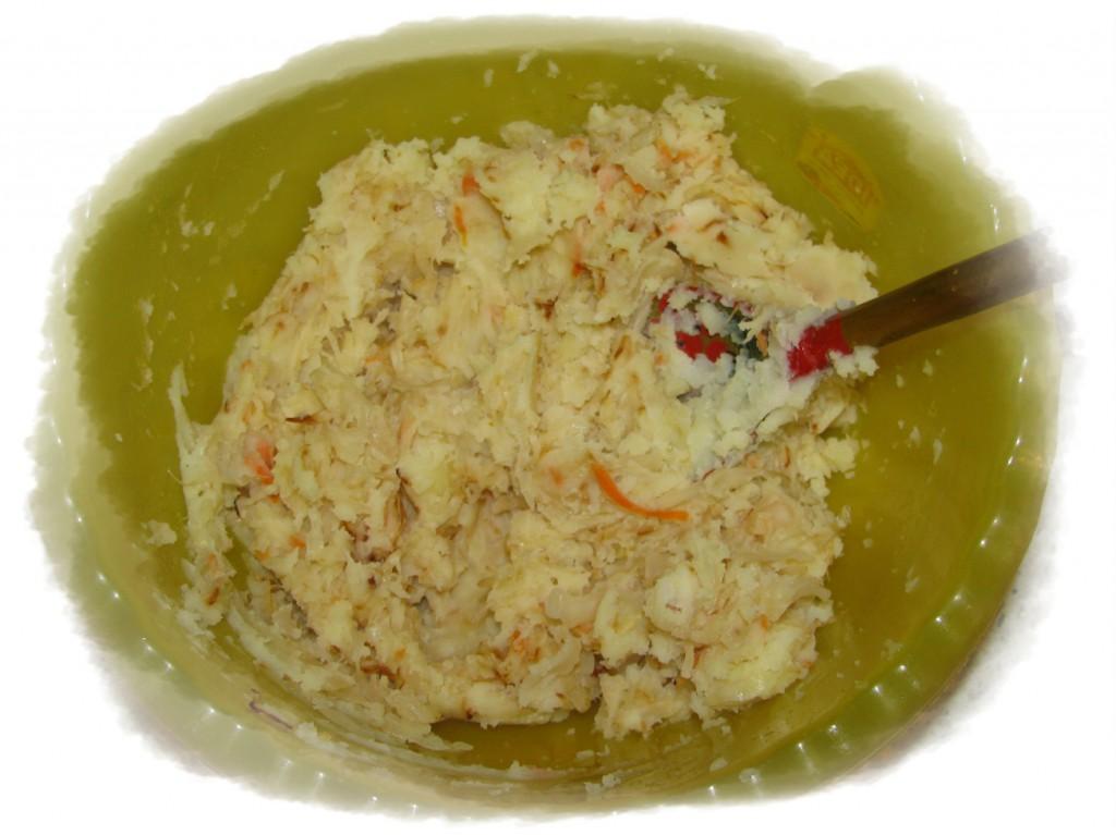 смешать капусту с картофельным пюре