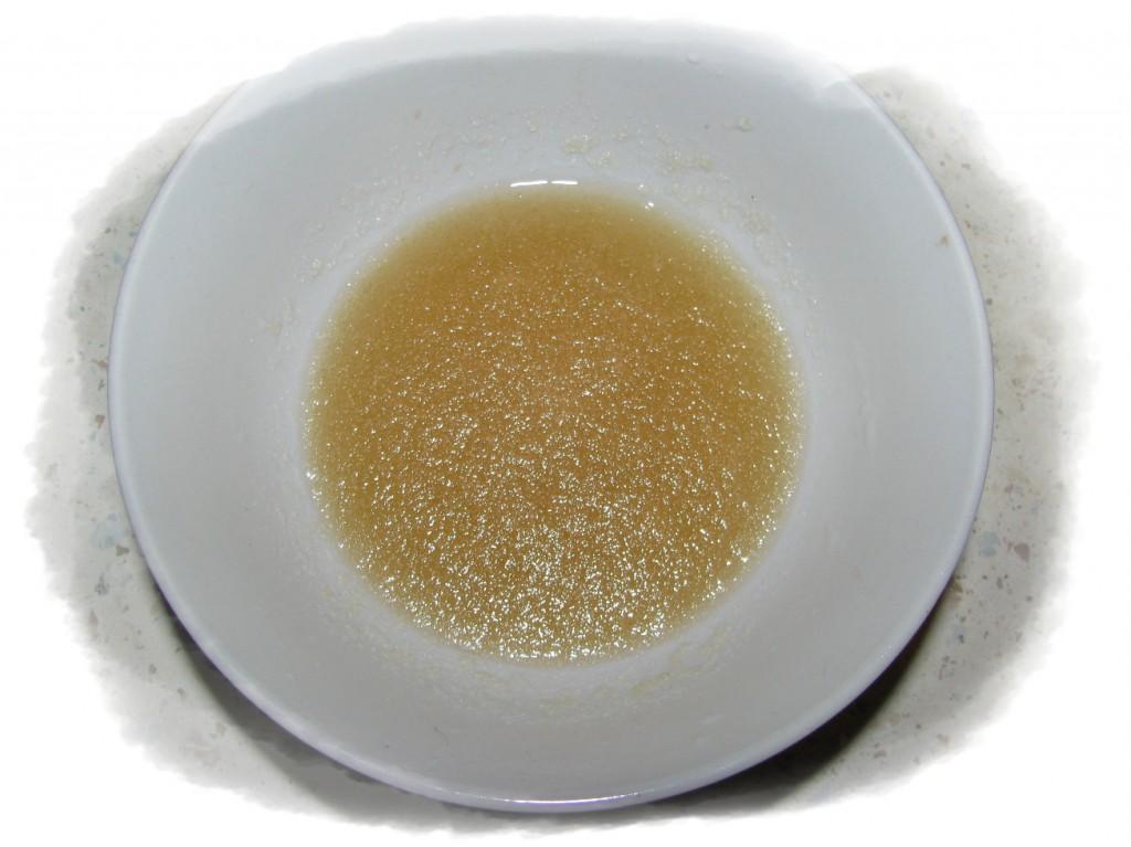 замочить 3-4 части желатина в половине стакана воды