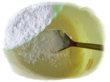 добавить муку в яично масляную смесь