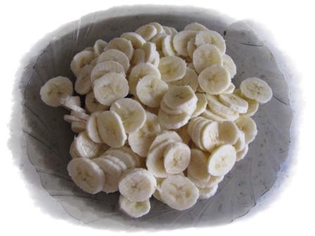 бананы порезать кружочками