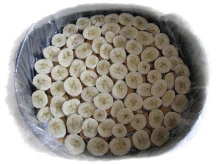 на крекер выкладываем бананы