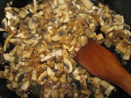 грибы обжарить на масле