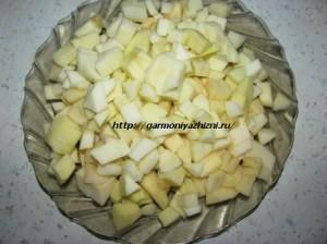 яблоки порезать кубиками