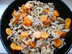 фото 5 обжарить мясо с овощами