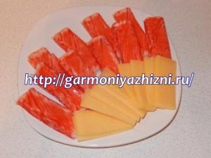 сыр нарезать по длине палочек