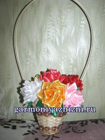 Розы из атласных лент. Подарок маме на День матери.