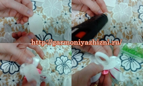 прикрепляем резинку к бабочке