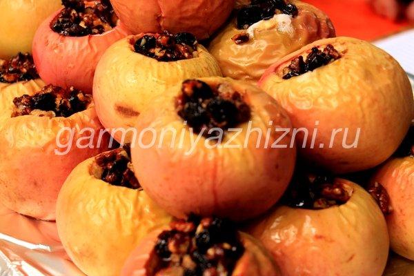запеченые фаршированные яблоки
