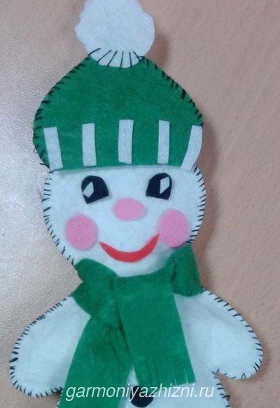 игрушка на ёлку снеговик из фетра