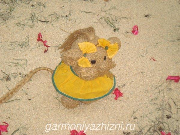 мышка из мешковины
