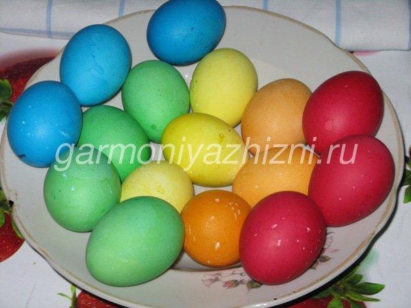 окрашиваем яйца натуральными красителями