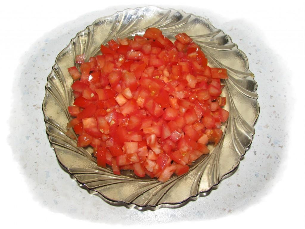 помидоры порезать кубиками