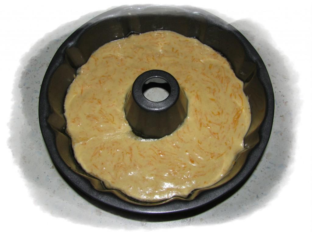переложить тесто в форму