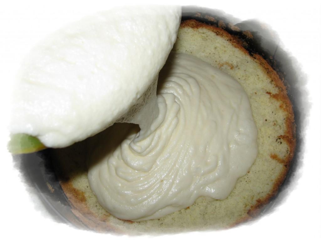 залить суфле сверху бисквита