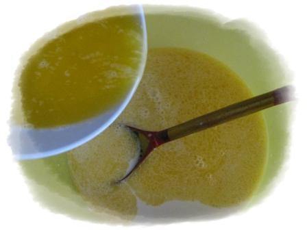 добавить маргарин к смеси молока и дрожжей