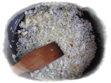 лук обжарить на подсолнечном масле
