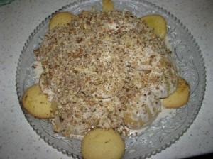 посыпать торт грецкими орехами