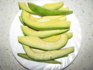авокадо порезать полосками
