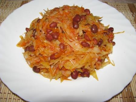 тушёная капуста с фасолью