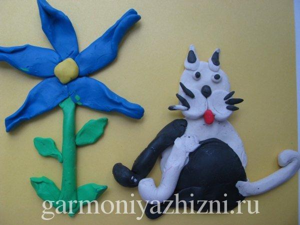 весенняя аппликация кот под цветком