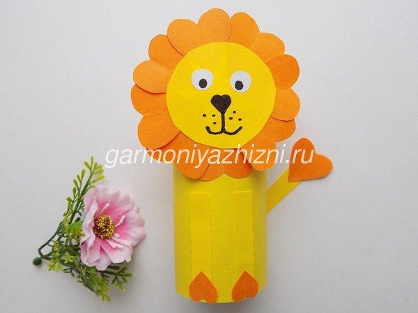 лев из цветной бумаги