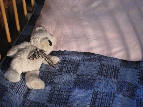 ребенок спит в кроватке сам